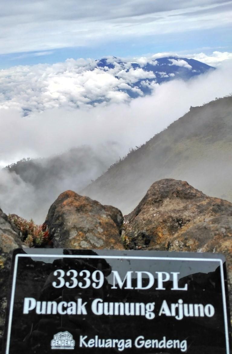 Dekapan Mistis Gunung Arjuno Armand Frezh Blog